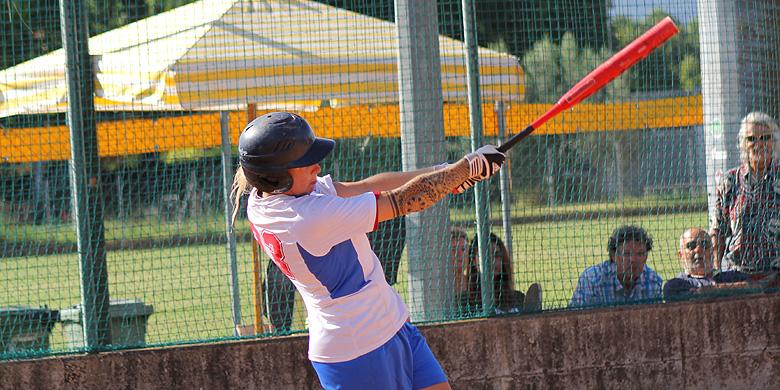 Chantal Versluis in actie voor het Italiaanse Sesetese.