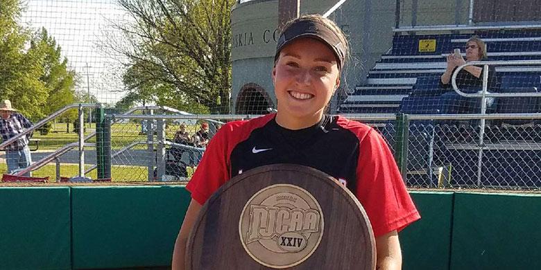 Britt Remmers won met haar ploeg de titel tijdens het NJCAA Region 24 Tournament.