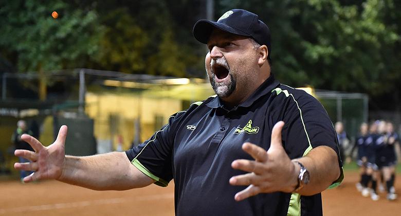 De Australische Enrico Obletter is sinds dit jaar de nieuwe bondscoach voor de nationale softbalploeg van Italië.