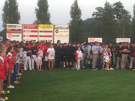 De openingsceremonie op het XLLease Park Dorrestein .