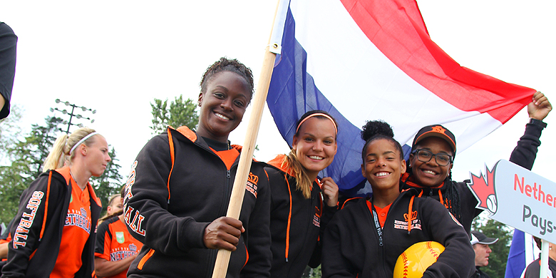 Shareday Christina, Anne Blauwgeers, Damishah Charles en Suka van Gurp tijdens de openingsceremonie van het WK van 2016.