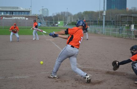 Het nationale Men's Fastpitch Softbalteam speelt dit weekend in Denemarken