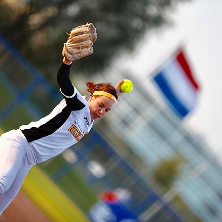 Eva Voortman gooide in één inning tot drie keer drie slag.