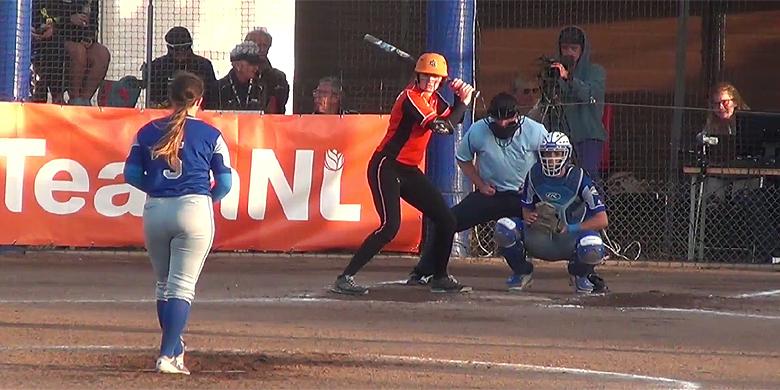 Brenda Beers bracht haar ploeg na haar driehonkslag in de vierde inning terug in de wedstrijd.