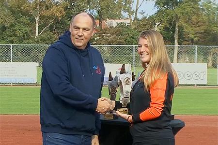 Margot van Eijl werd uitgeroepen tot beste junioren pitcher van het jaar.