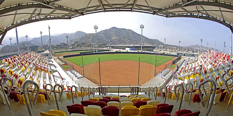 Het softbalstadion op het Villa María del Triunfo Sports Complex.