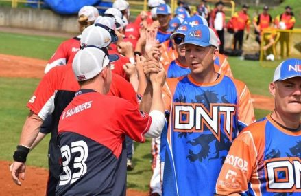 Team Kingdom of The Netherlands slowpitch selectie speelt oefeninterlands