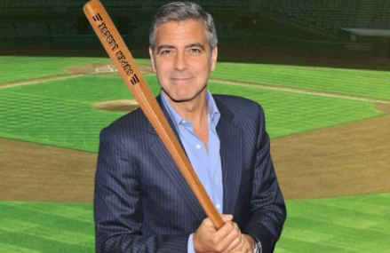 George Clooney speelt potje softbal tijdens zijn pauze